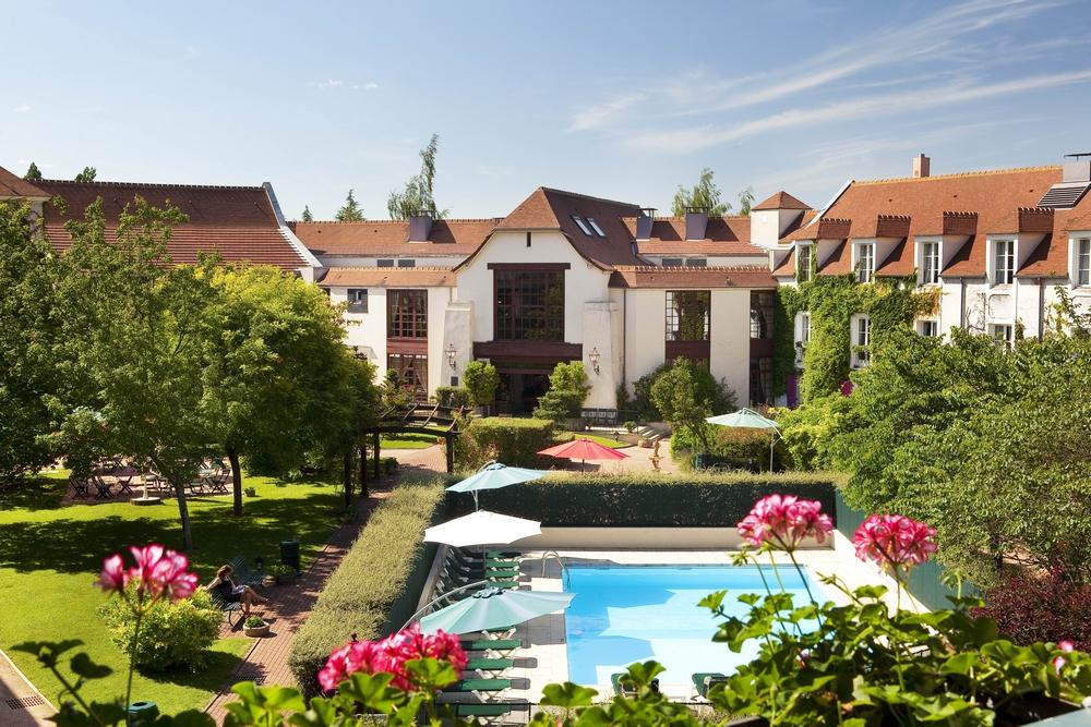 le manoir de gressy-facade-piscine-17 md