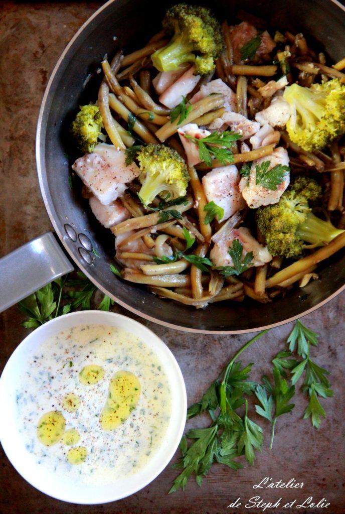 dos de cabillaud, duo de légumes et sauce persillée