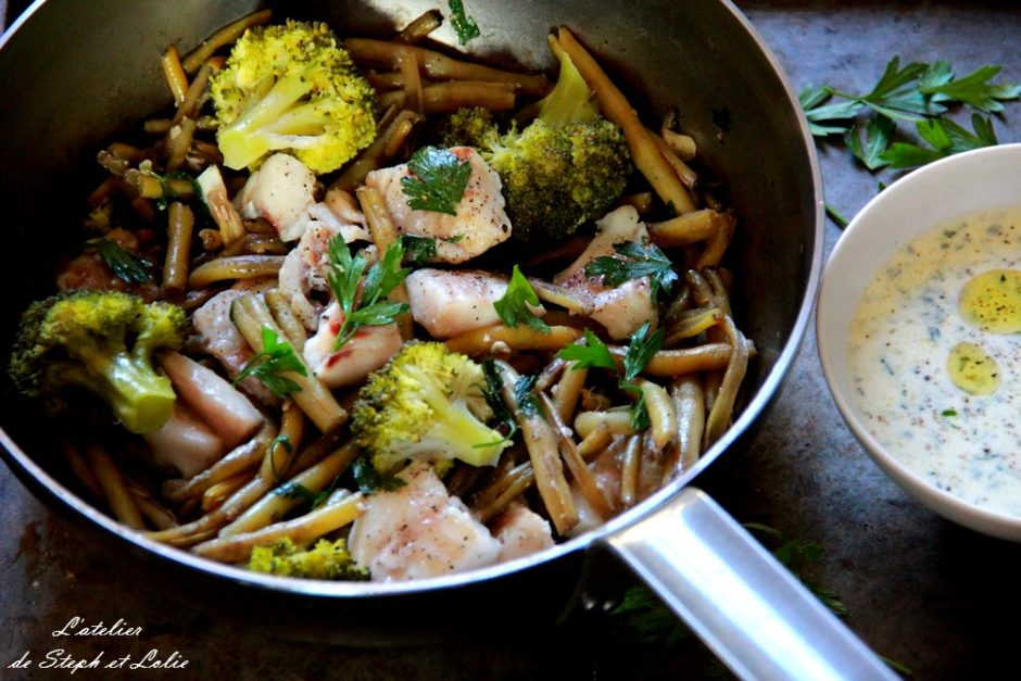 dos de cabillaud, légumes et sauce persillée