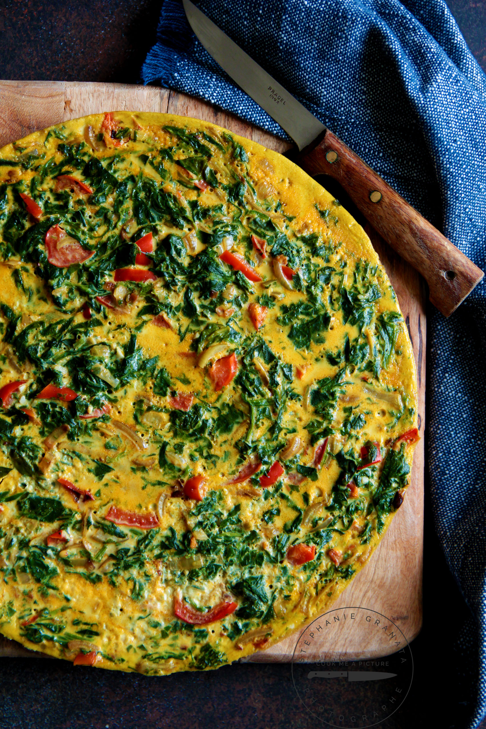 une délicieuse tortilla légère et gourmande avec des épinards frais et au curry